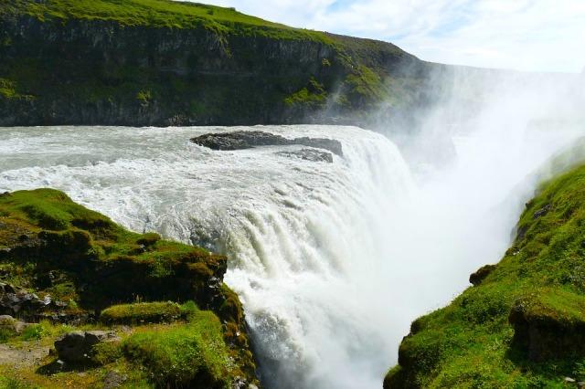 iceland gullfoss waterfall-1608029_960_720