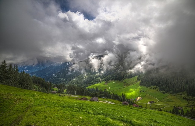 zillertal-2190764_960_720 austria.jpg